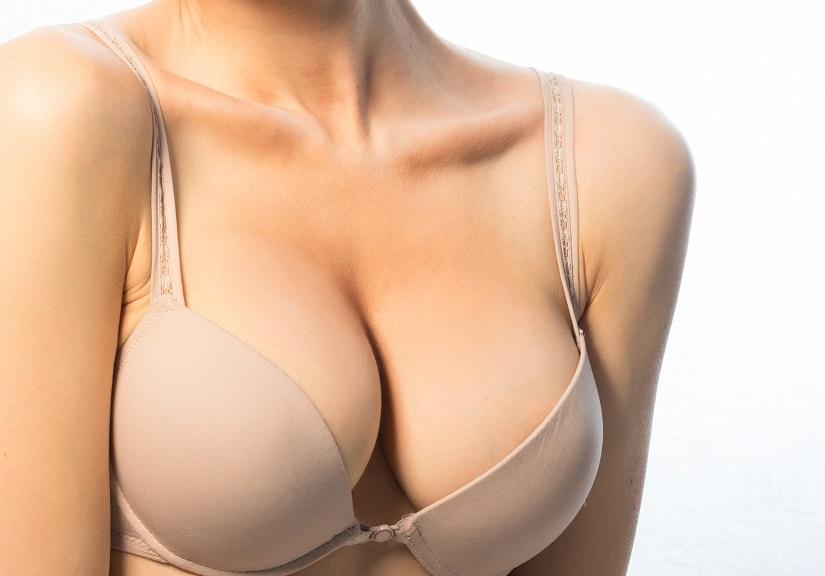 Obrovské prsia v sprche